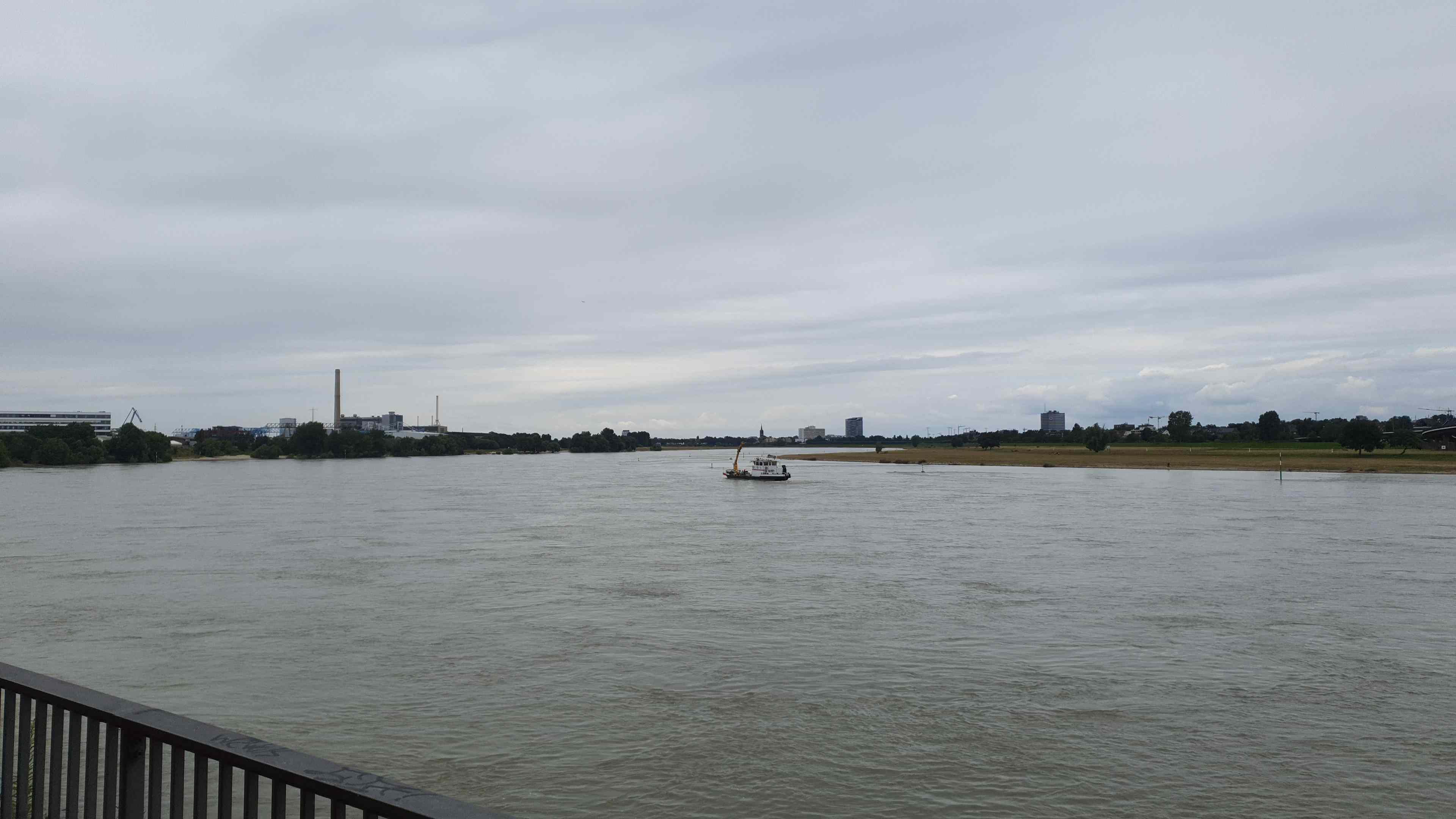 Mittagspause am Rhein