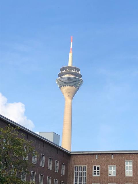 Fernsehturm Düsseldorf in der Sonne